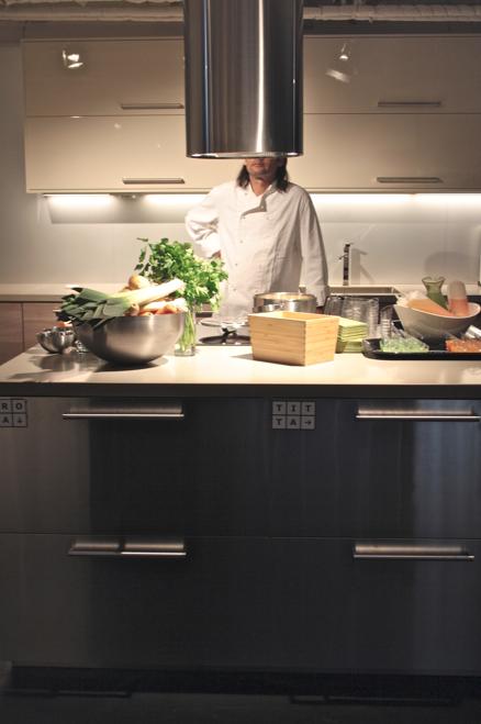 Naturligtvis kan du dressa ditt nya metodkök i italiensk boffi style ...