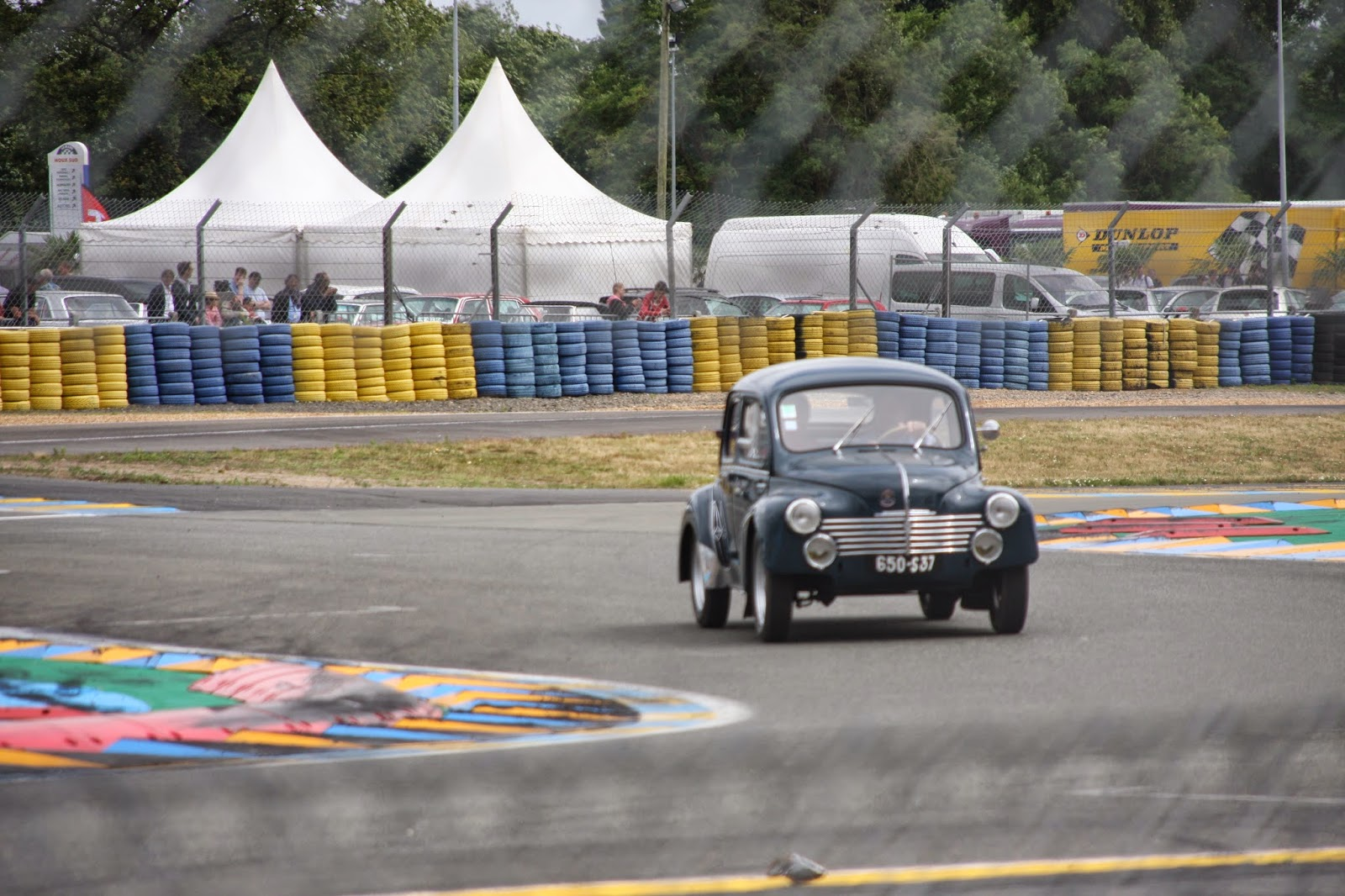 4cv au 24h du mans classic 2014 restauration d 39 une renault 4cv affaire de 1956. Black Bedroom Furniture Sets. Home Design Ideas