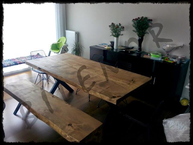 Ağaç masa ve ahşap bank