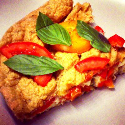 Omlet zapiekany z pomidorami, papryką i bazylią