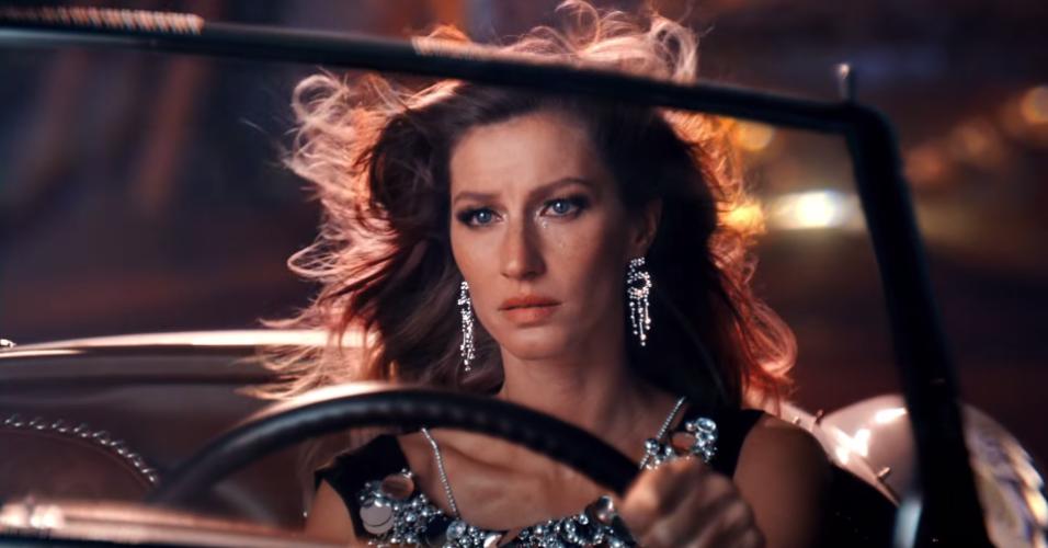 Depois criar alguma expectativa, a Chanel nº 5 liberou a nova campanha completa no Youtube com Gisele Bündchen vivendo cenas bem dramáticas
