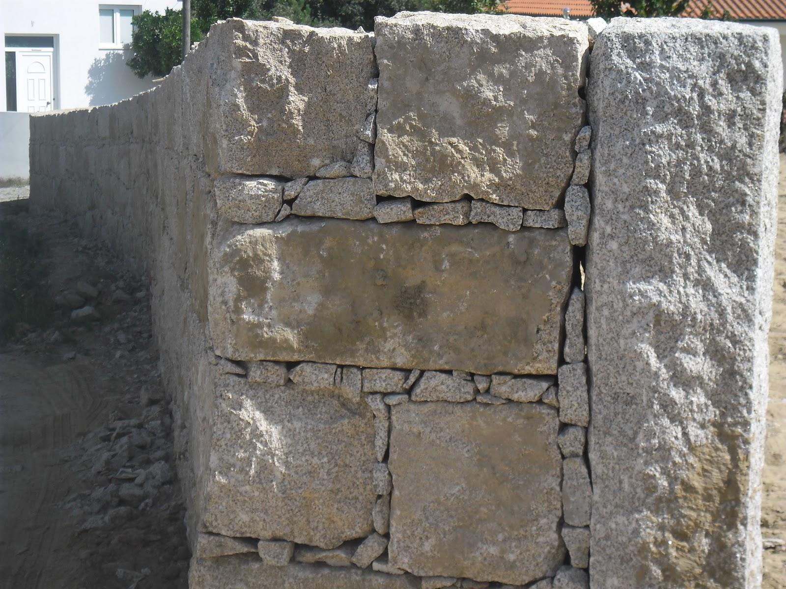 Normuro muro em granito amarelo for Tipos de encimeras de granito