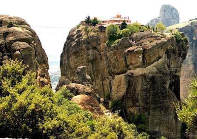 Biara di atas batu3