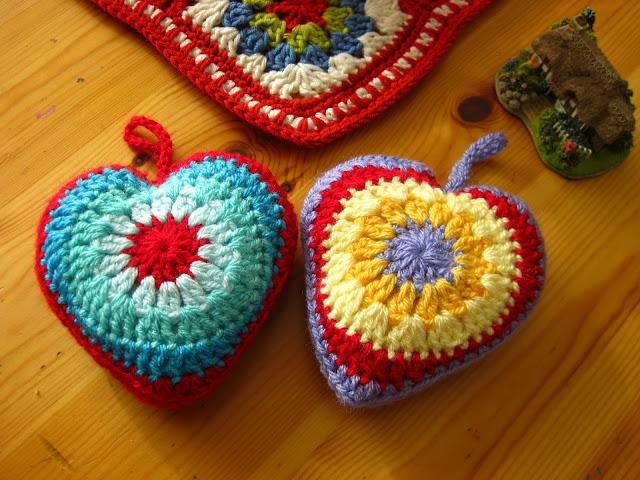 Bunny Mummy Simple Sunburst Crochet Heart Tutorial