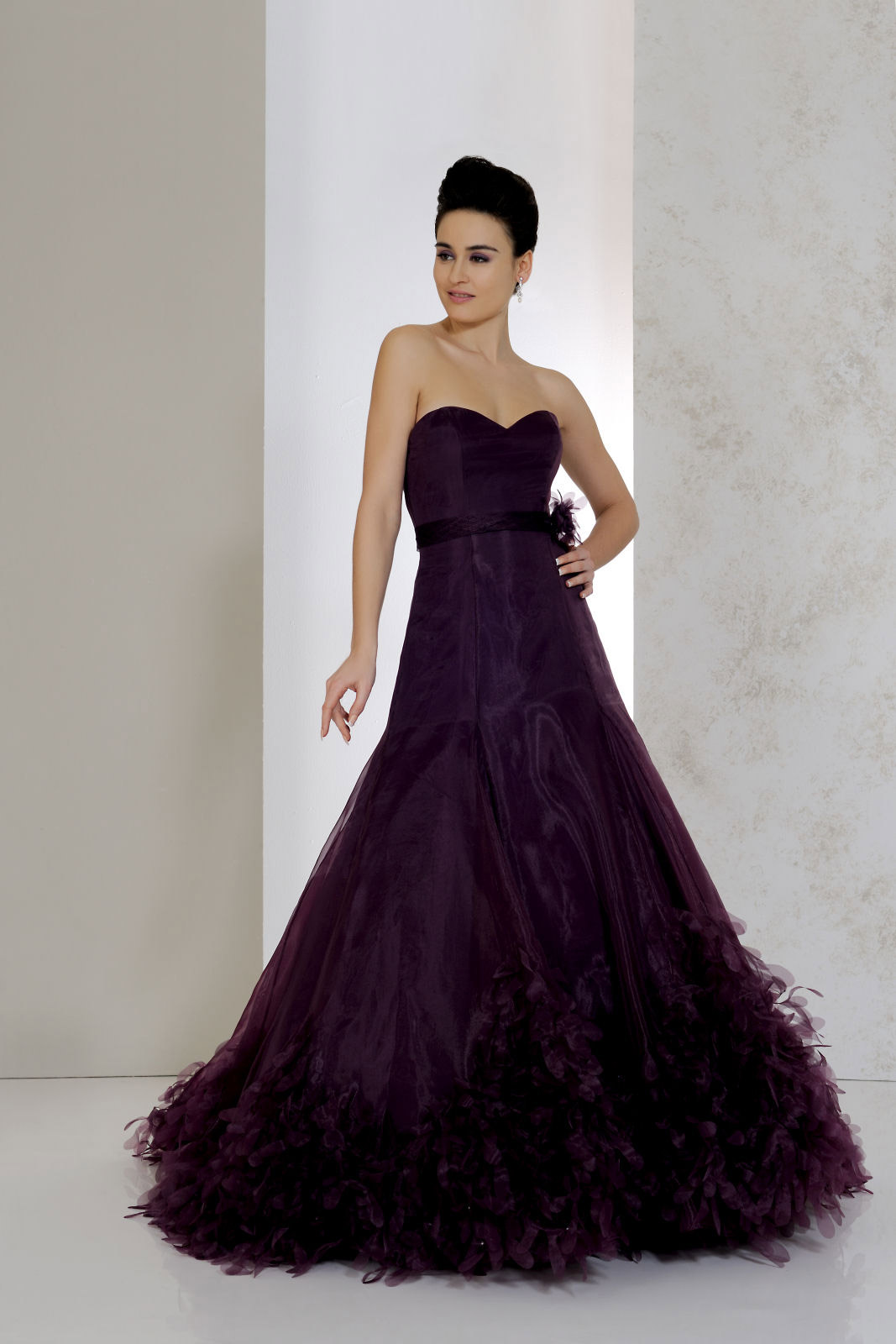 Extraordinary Gothic Wedding Dresses with Glamorous Touch