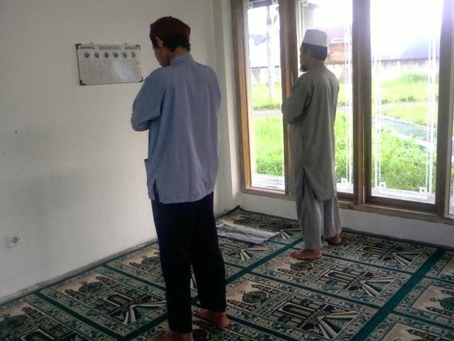 Sudah Adzan, Tahiyatul Masjid atau Qabliyah Dahulu?