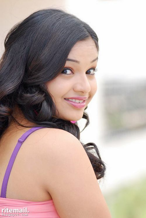 teen actress yamini photo gallery