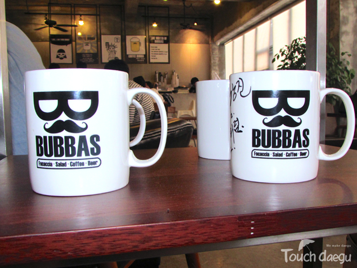 Mug cups at bubbas cafe, Italian cafe, restaurant