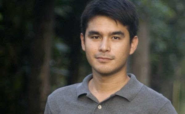 Atom Araullo goes geeky over a popular meme