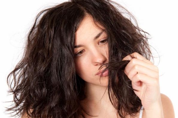 Apa anda juga termasuk orang yang memiliki rambut mudah kering? jika iya, anda dapat mencoba beberapa tips agar bisa mengatasi masalah rambut yang mudah kering.