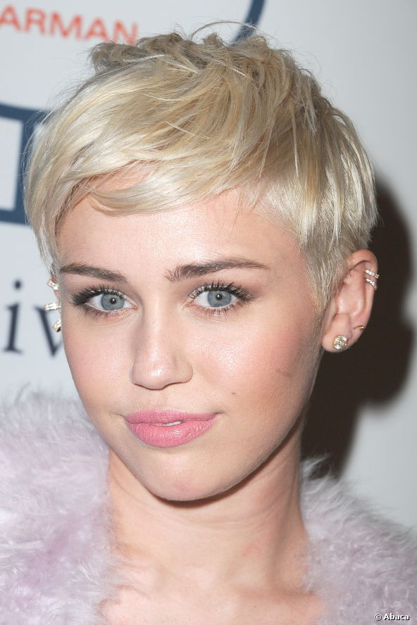 Miley cyrus short blonde hair 2018