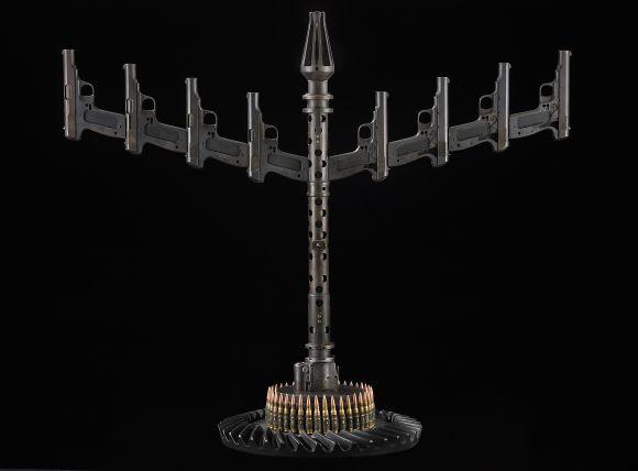 al farrow esculturas relicários templos religiosos símbolos armas munição Menorá