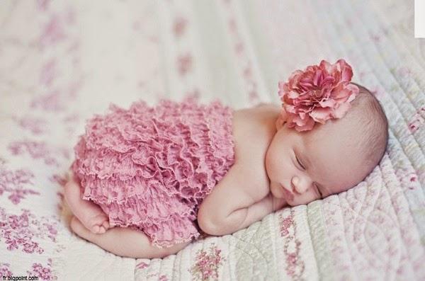Une Photo bébé fille nouveau née
