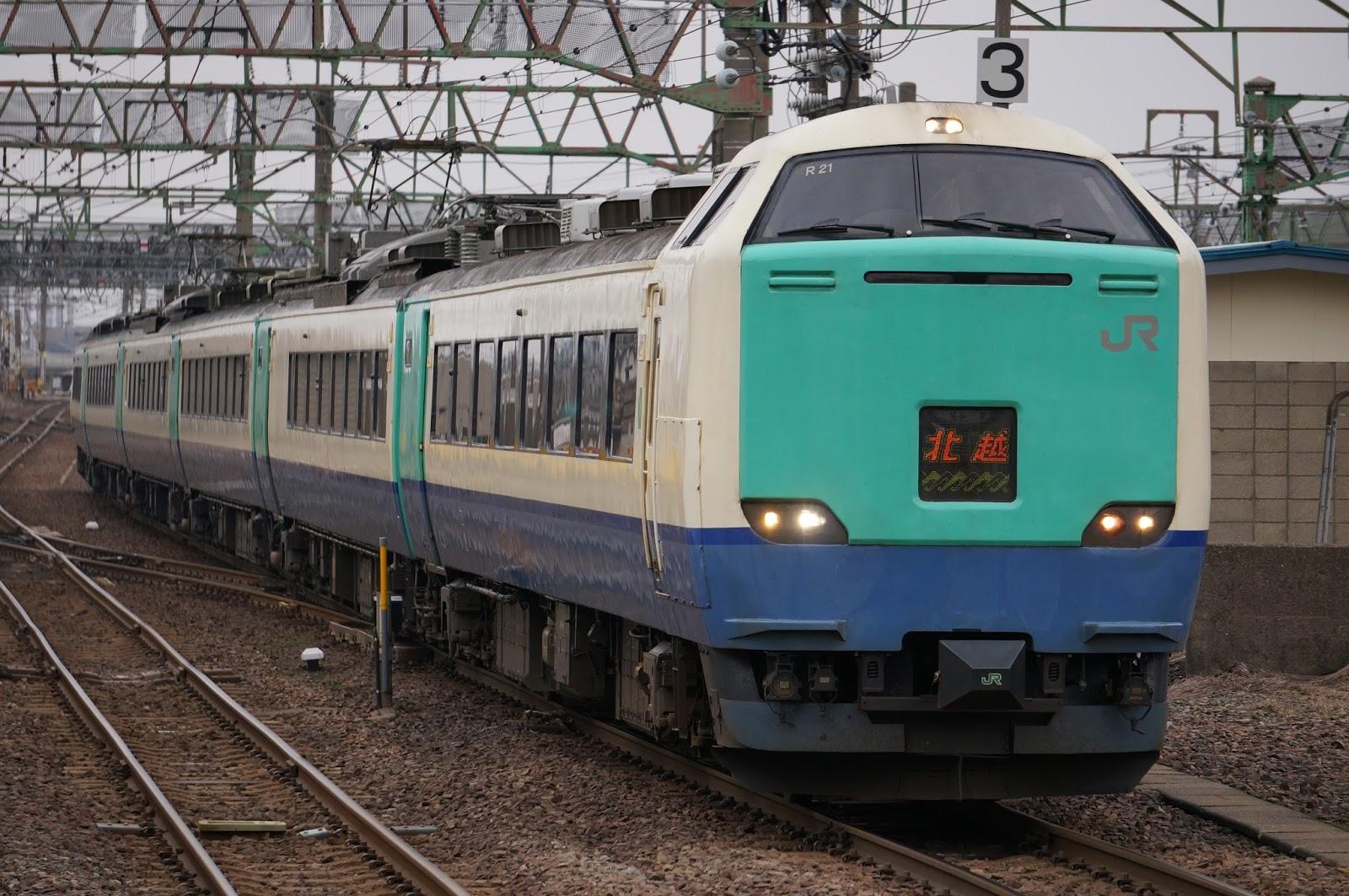 直江津駅に到着する485系3000番台特急北越