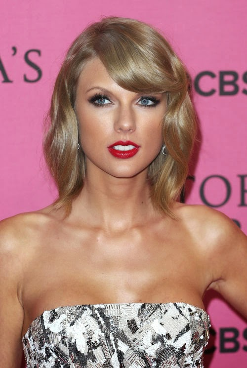 Nasty! Taylor Swift kicks model from VS Fashion Show | Because she has voiced criticism