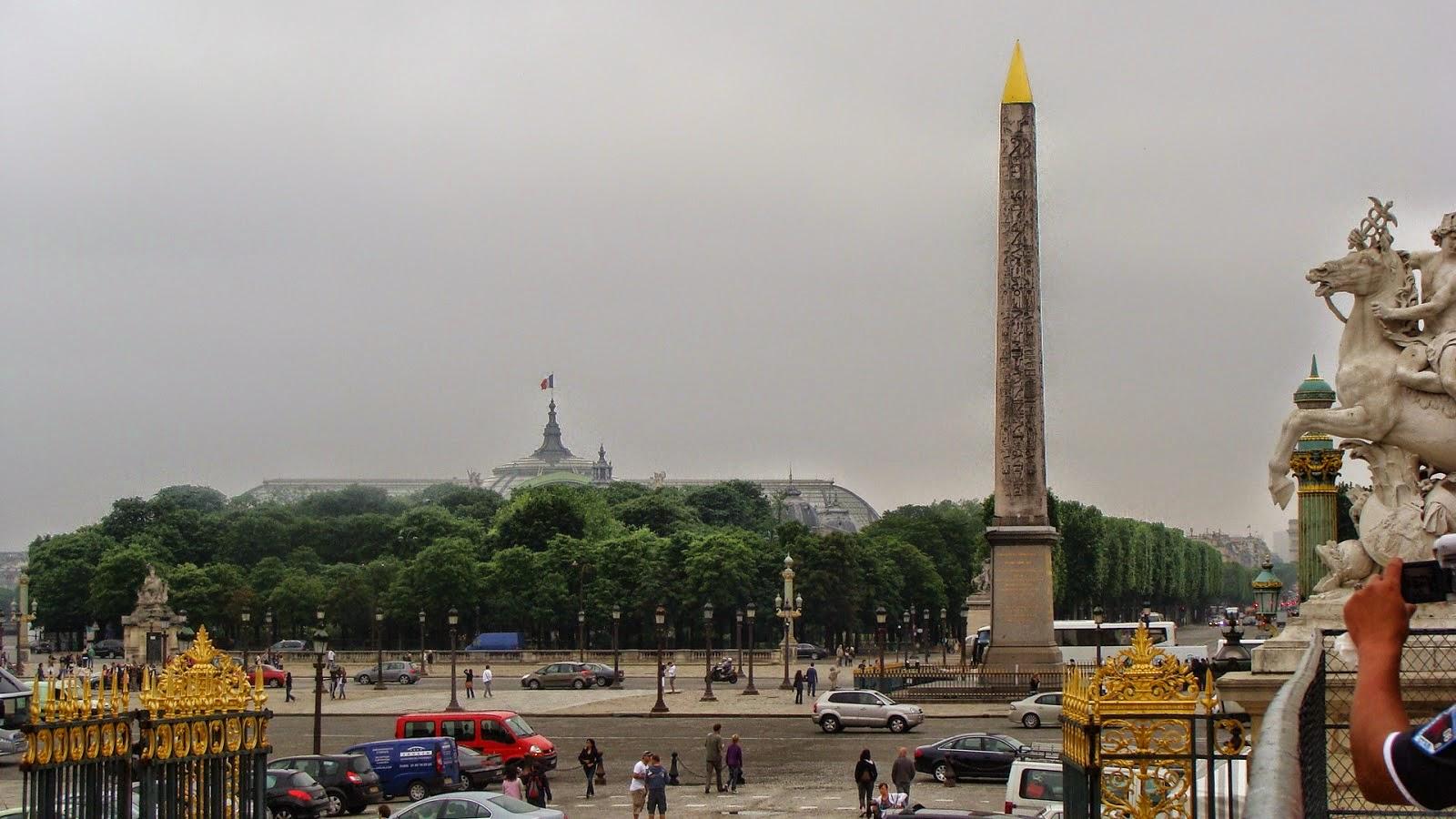 ေ မ ာ င္ ရ င္ င ေ တ  – ပါ ရီ ပုံ ရိ ပ္ မ် ာ း (Concorde ကြန္းေကာ့ဒ္ အမည္ရ Obélisque de Louxor ေက်ာက္တိုင္)
