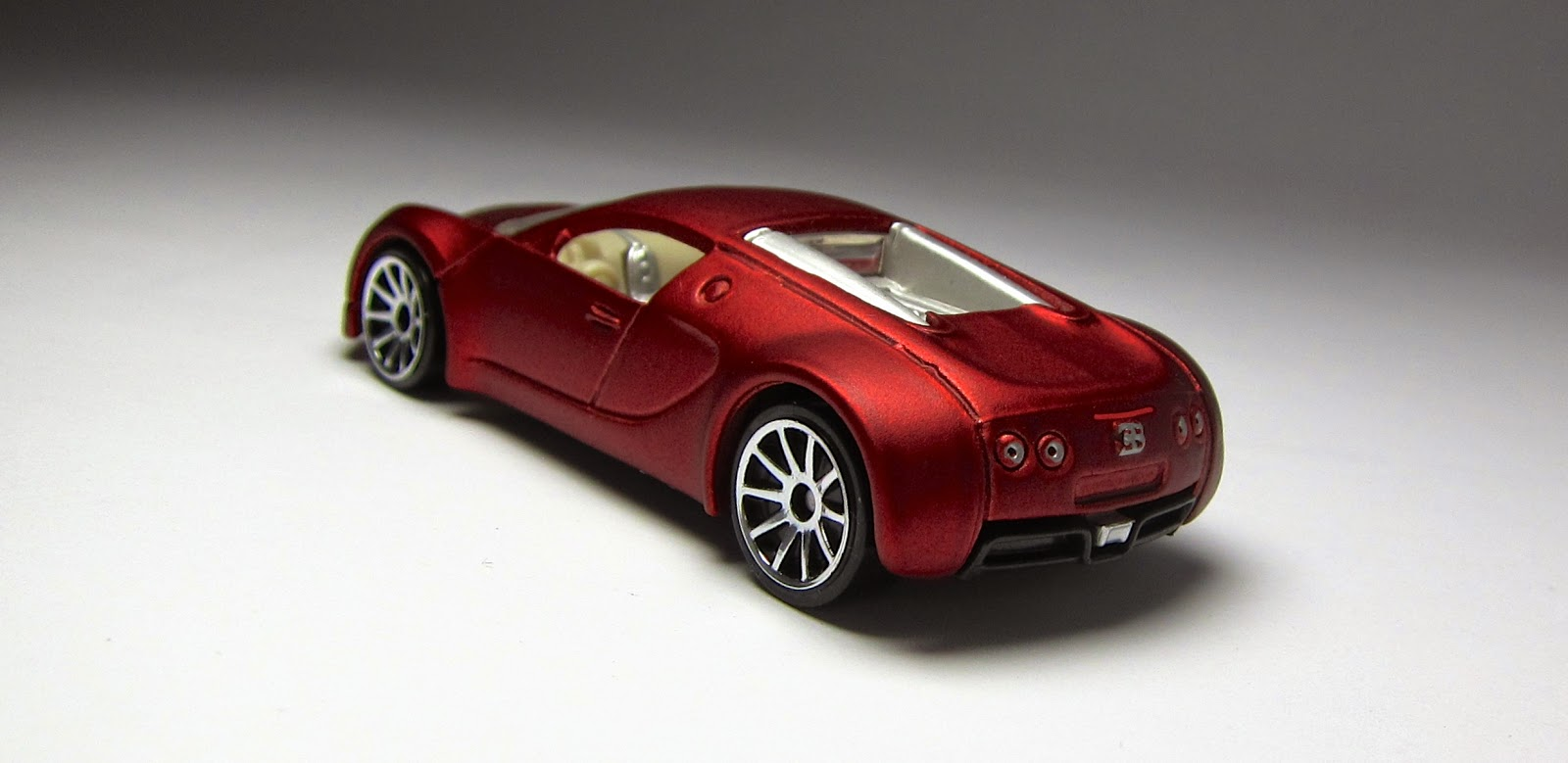 bugatti veyron side cake ideas and designs. Black Bedroom Furniture Sets. Home Design Ideas
