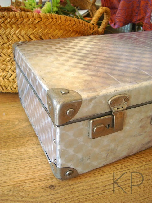 Maletas antiguas y complementos vintage para decoración de hogares y negocios. ideas e inspiración.