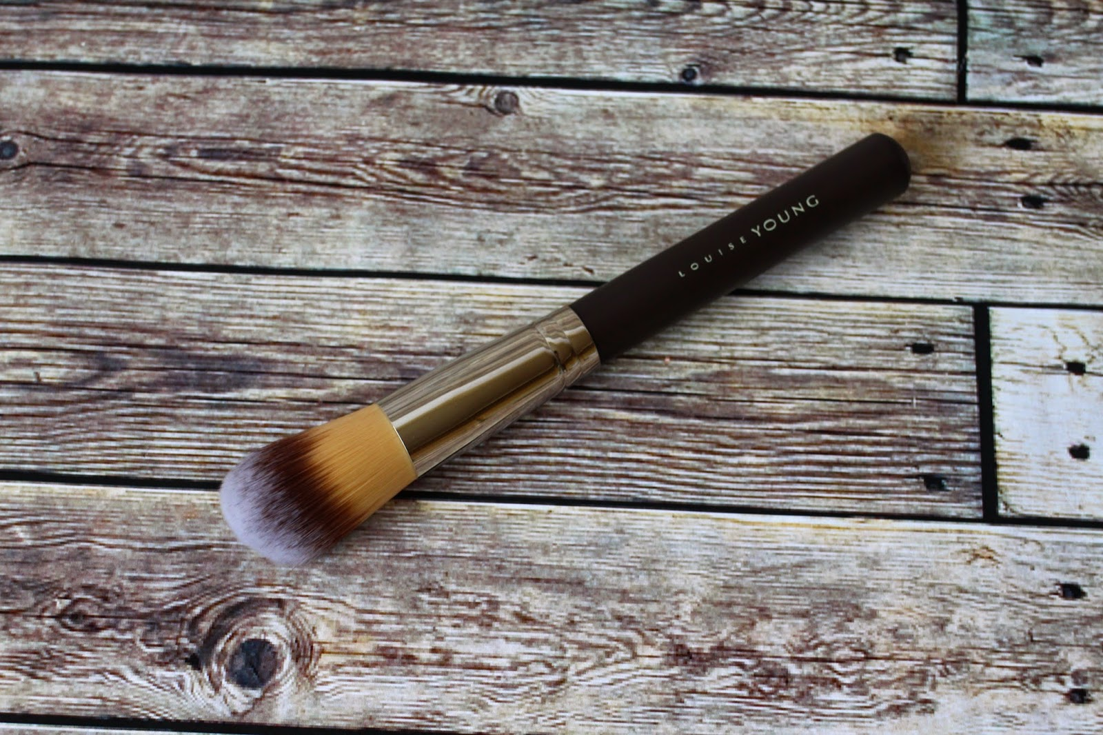 Louise Young Foundation Brush | Review | L.E.M Beauty Blog