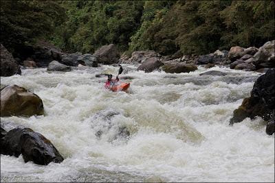 Joel Fedak pulling hard, Magdalena, Colombia, Chris Baer, canyon, estretcho