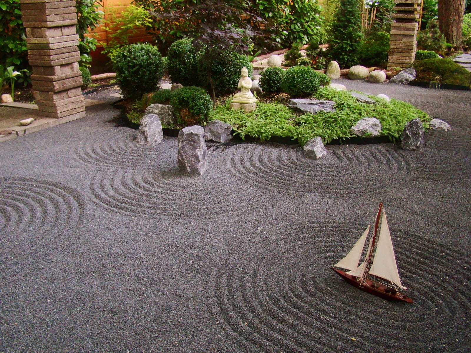 Kikiyaya forest dwelling zen garden july 2013 for Design of the garden