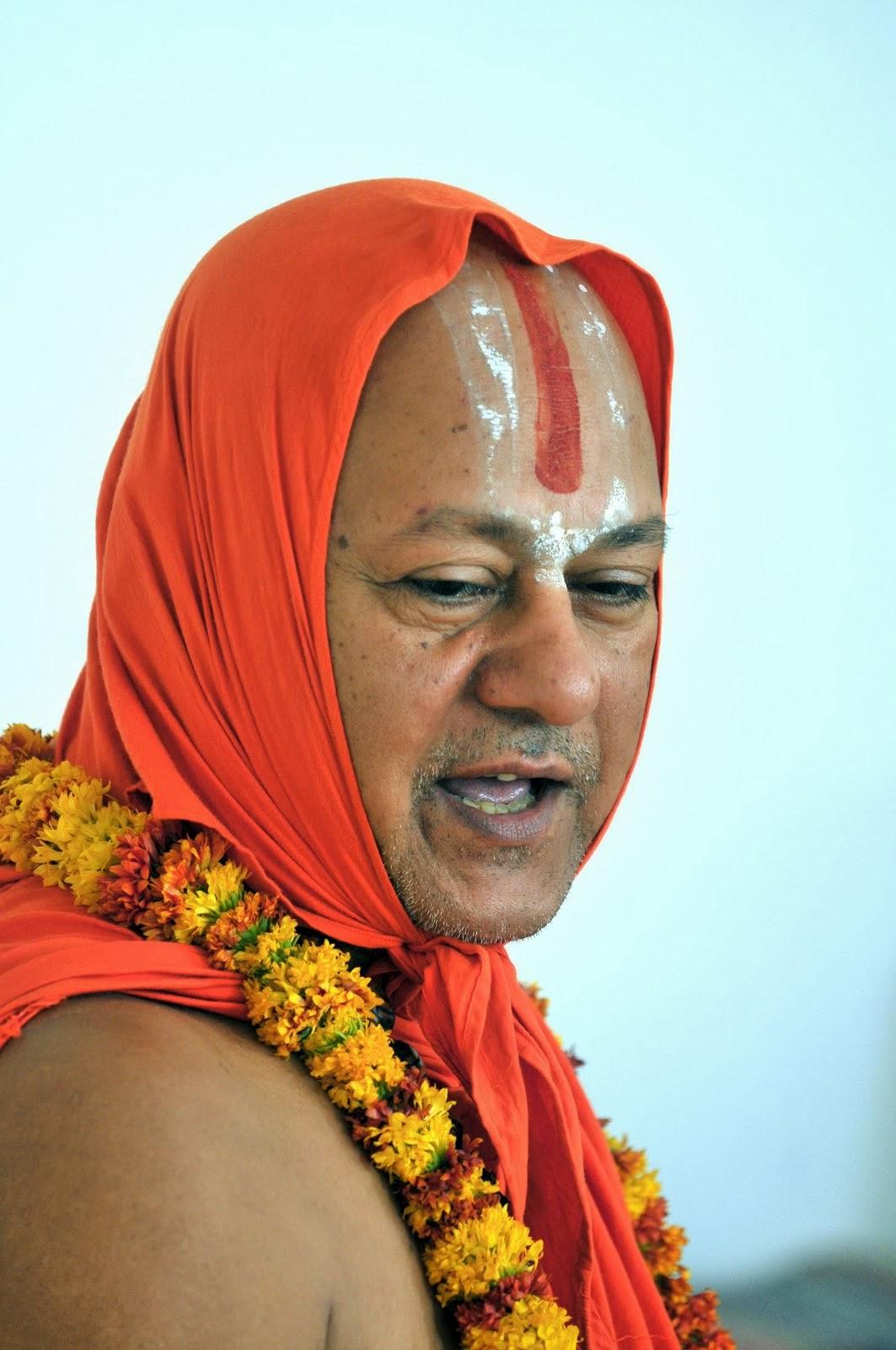 जीवन मानवता के लिए वरदान होना चाहिए। धर्म के माध्यम से ज्ञान, शक्ति भी चाहिए