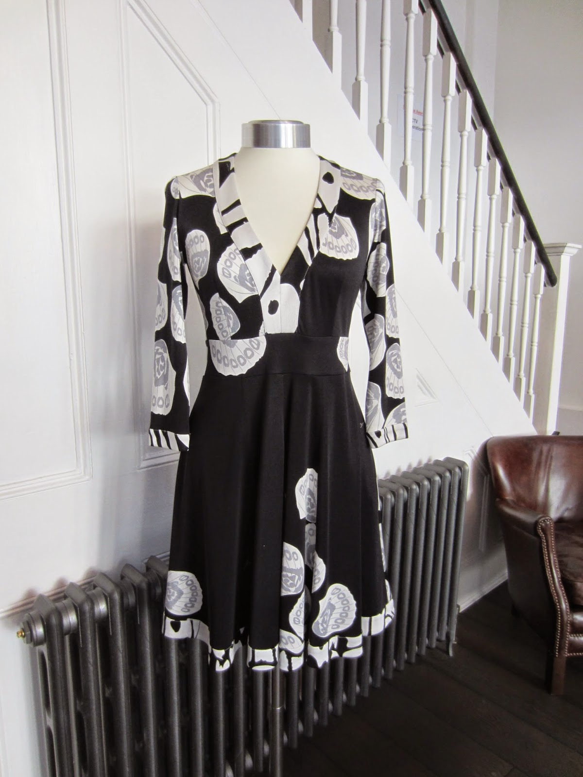 Issa Black & White Silk Floral Print Dress