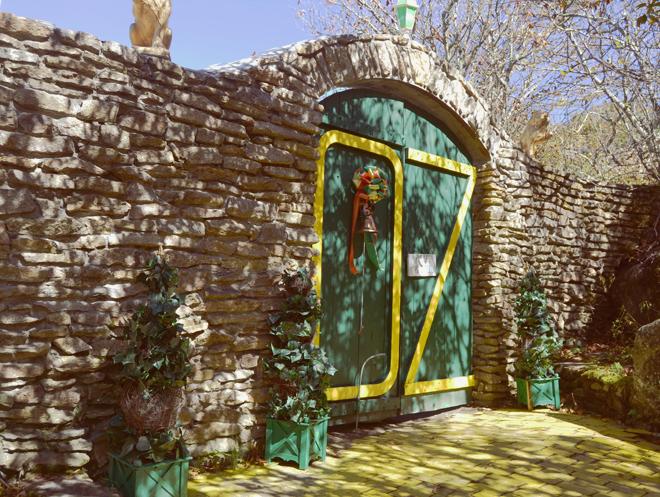 Land of Oz gates