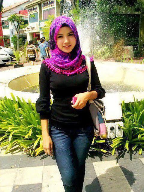 Foto Wanita Cantik Asli Indonesia ber Jilbab ,