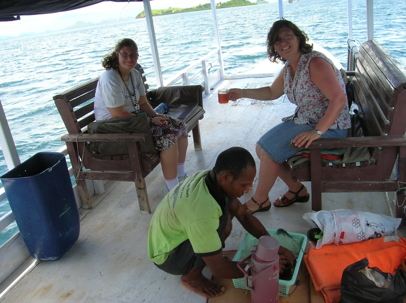 Tomando te, Parque Nacional de Komodo,Isla de Ricla, Isla de Flores, vuelta al mundo, round the world, La vuelta al mundo de Asun y Ricardo