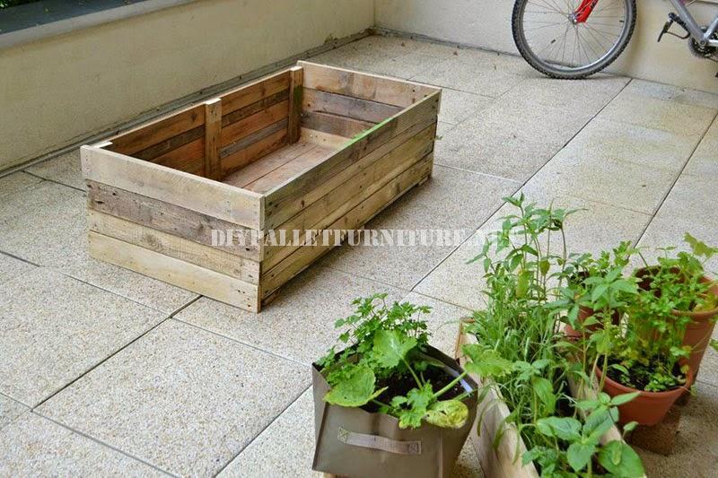 finalmente solo deberis colocar las macetas con sus respectivas plantas en el interior no es necesario que la rellenis de tierra as alargaris la vida