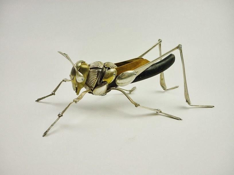 10-Grasshopper-Sculptor-Recycled-Animal-Sculptures-Dean-Patman-Graphic-Design-www-designstack-co