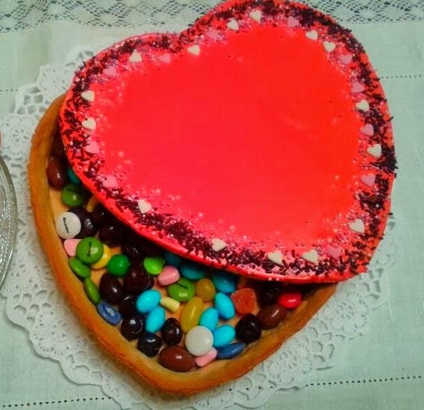 http://ladulzurademari.blogspot.com.es/2014/01/bombonera-de-galleta-san-valentin.html