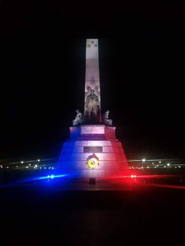 Image: Rizal Monument Light Up in France's Colors