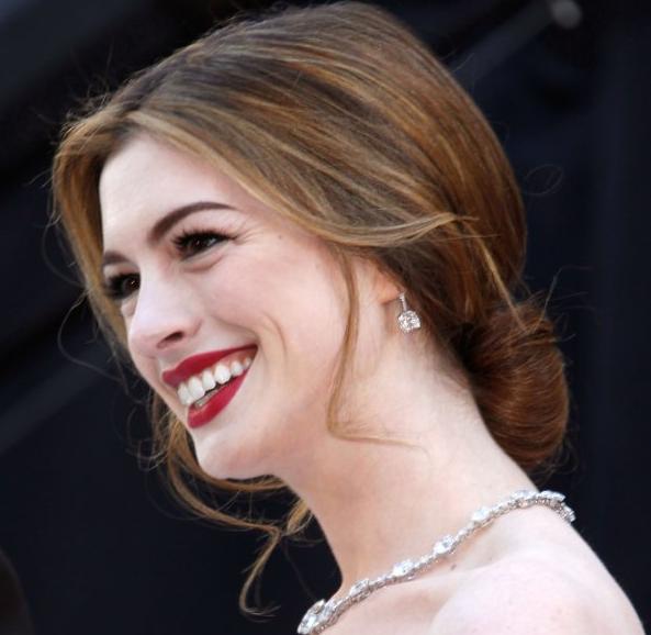 Anne Hathaway Oscars 2011. 2011 0228-anne-hathaway-oscars