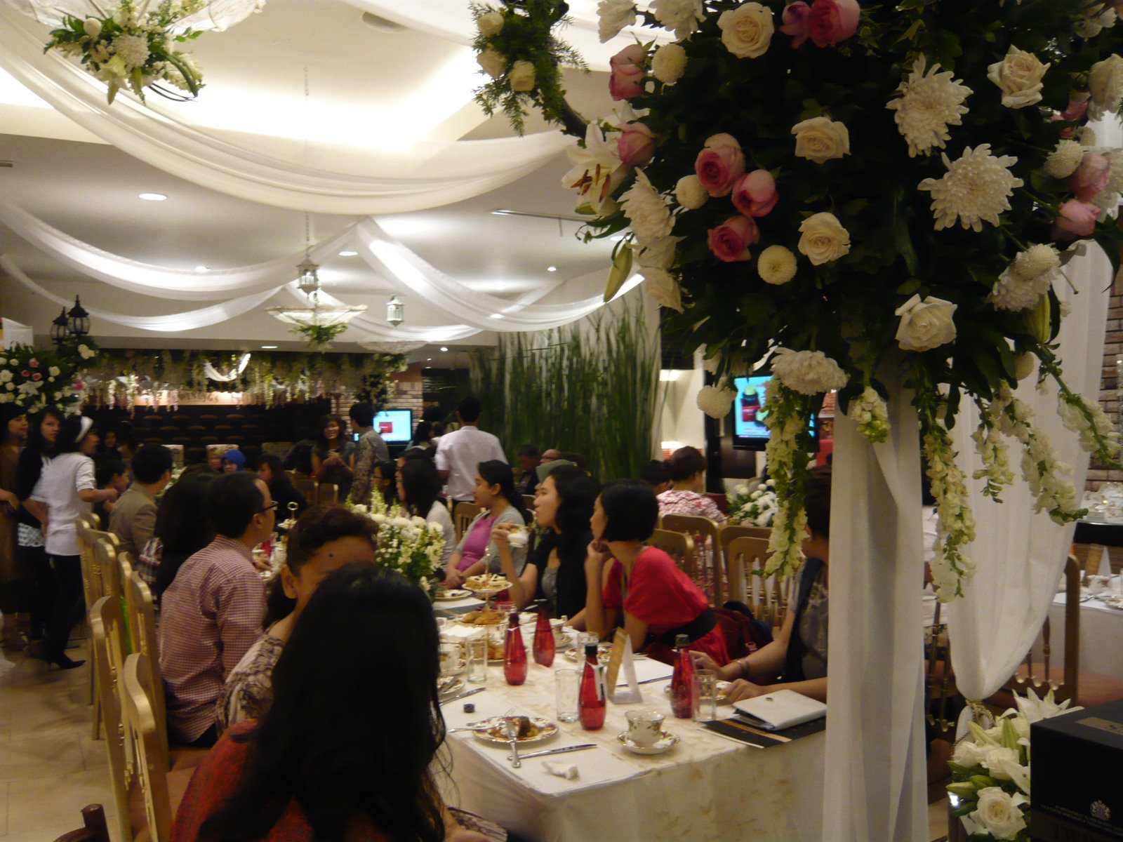 Magpie salmagundi the worlds wedding i was seated next to a canadian woman who has lived in indonesia since the 1980s mostly in balikpapan unlike me she wasnt a last minute interloper but junglespirit Images
