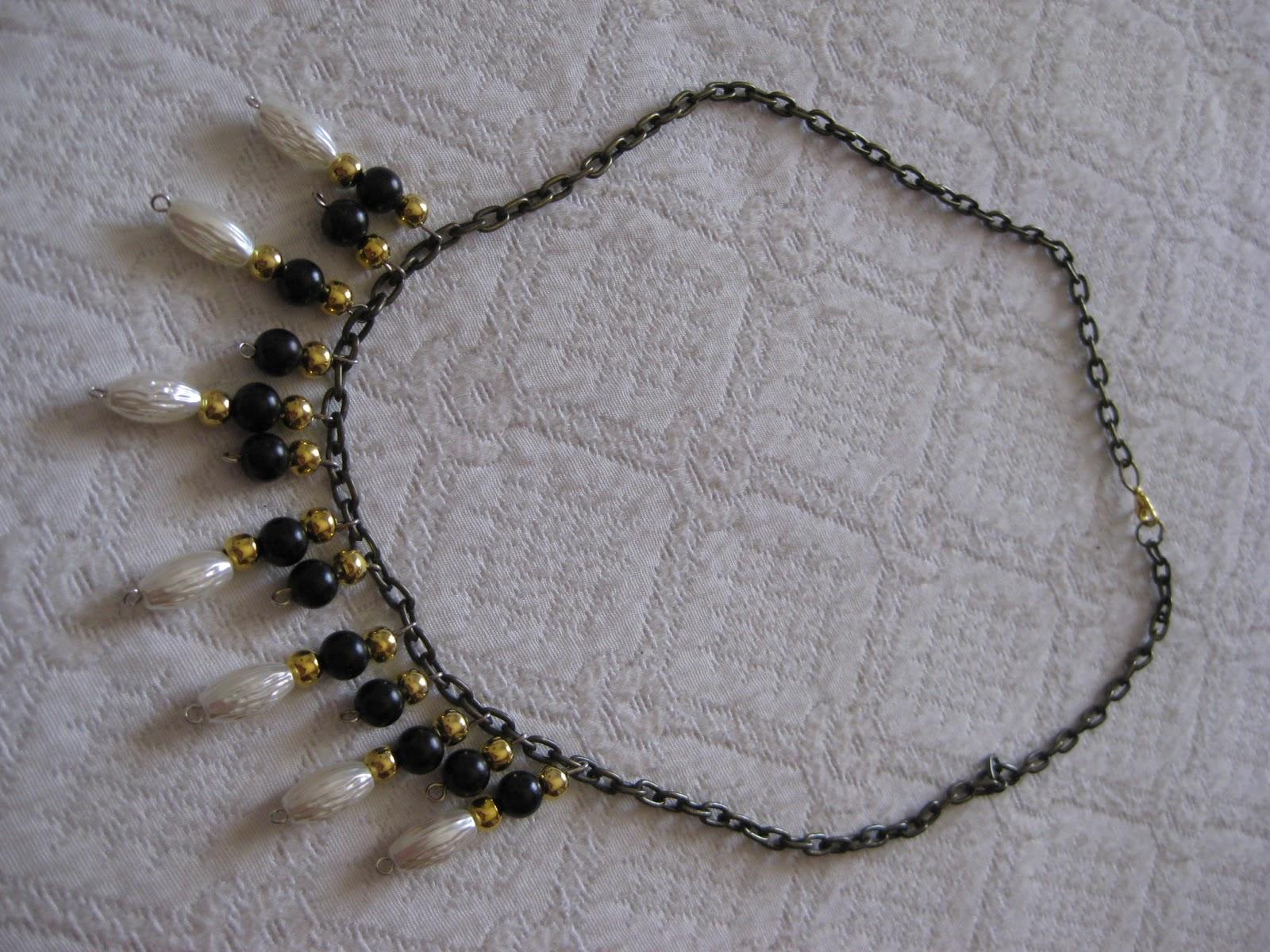 Collar de perlas blancas y cristal swaroski, precioso.