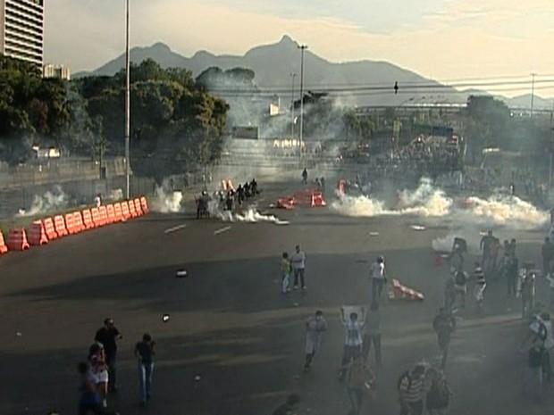 COPA DAS CONFEDERAÇÕES: Truculência da polícia no protesto no Rio