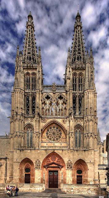 Catedral de Burgos, Espanha torres com campanários
