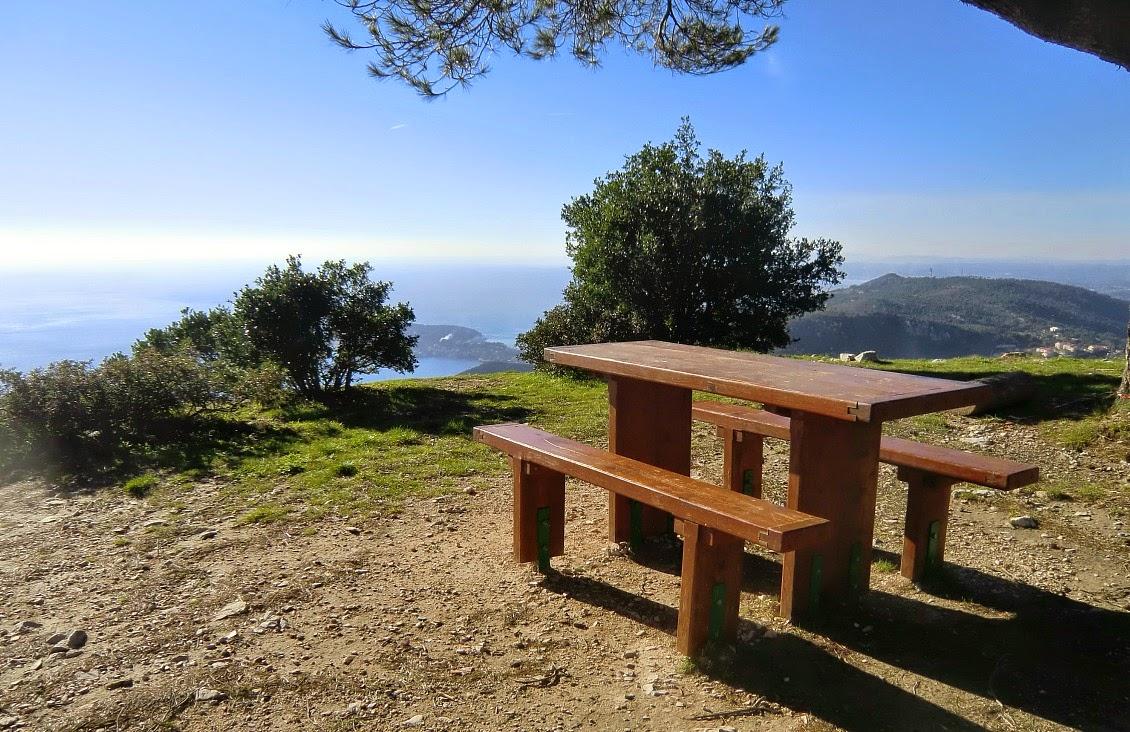 A nice picnic  spot near Fort de la Revère