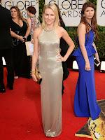 Наоми Уотс в златна права рокля около врата на Tom Ford - Златен глобус 2014