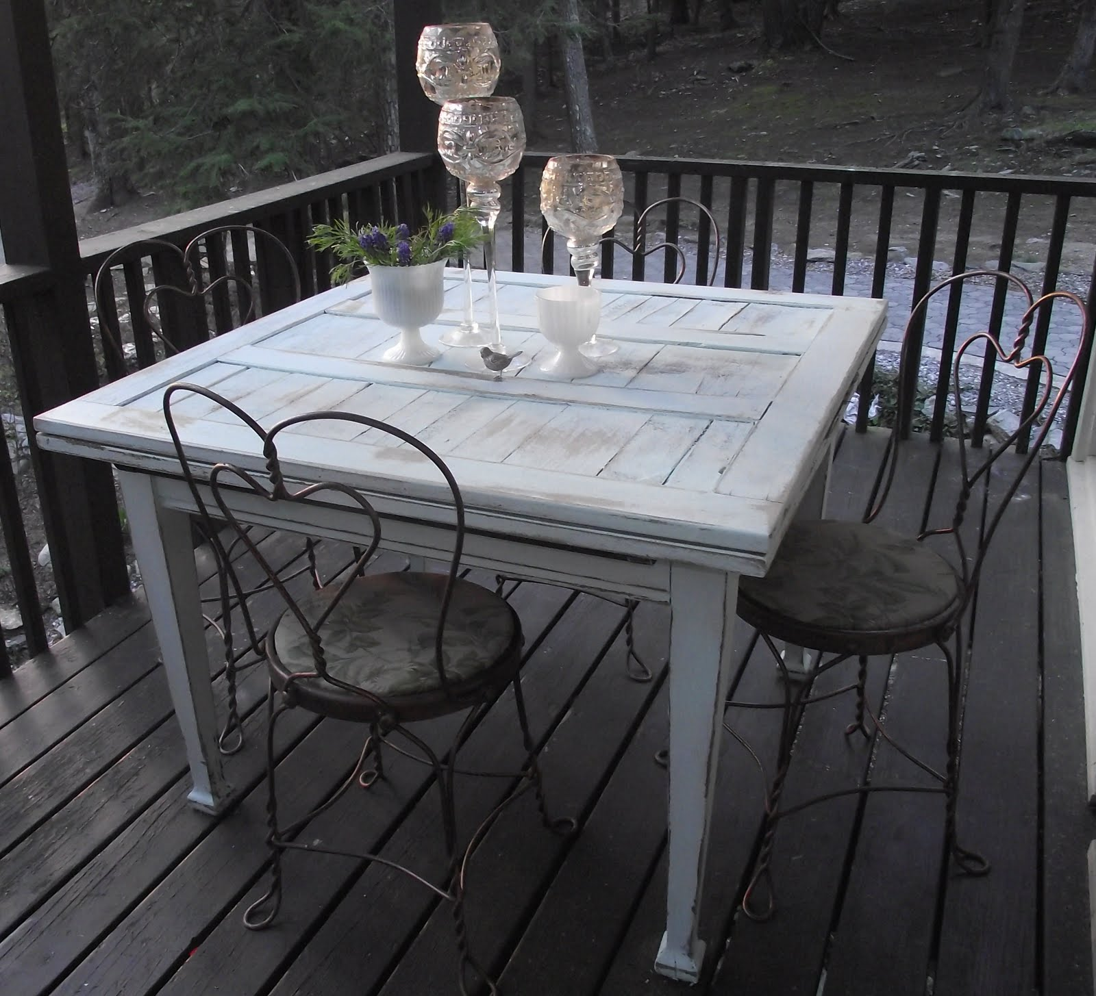 Serendipity Chic Design Refinished shabby chic table and ice