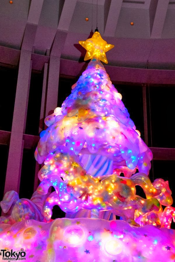 http://tokyofashion.com/kawaii-melty-go-round-christmas-tree/