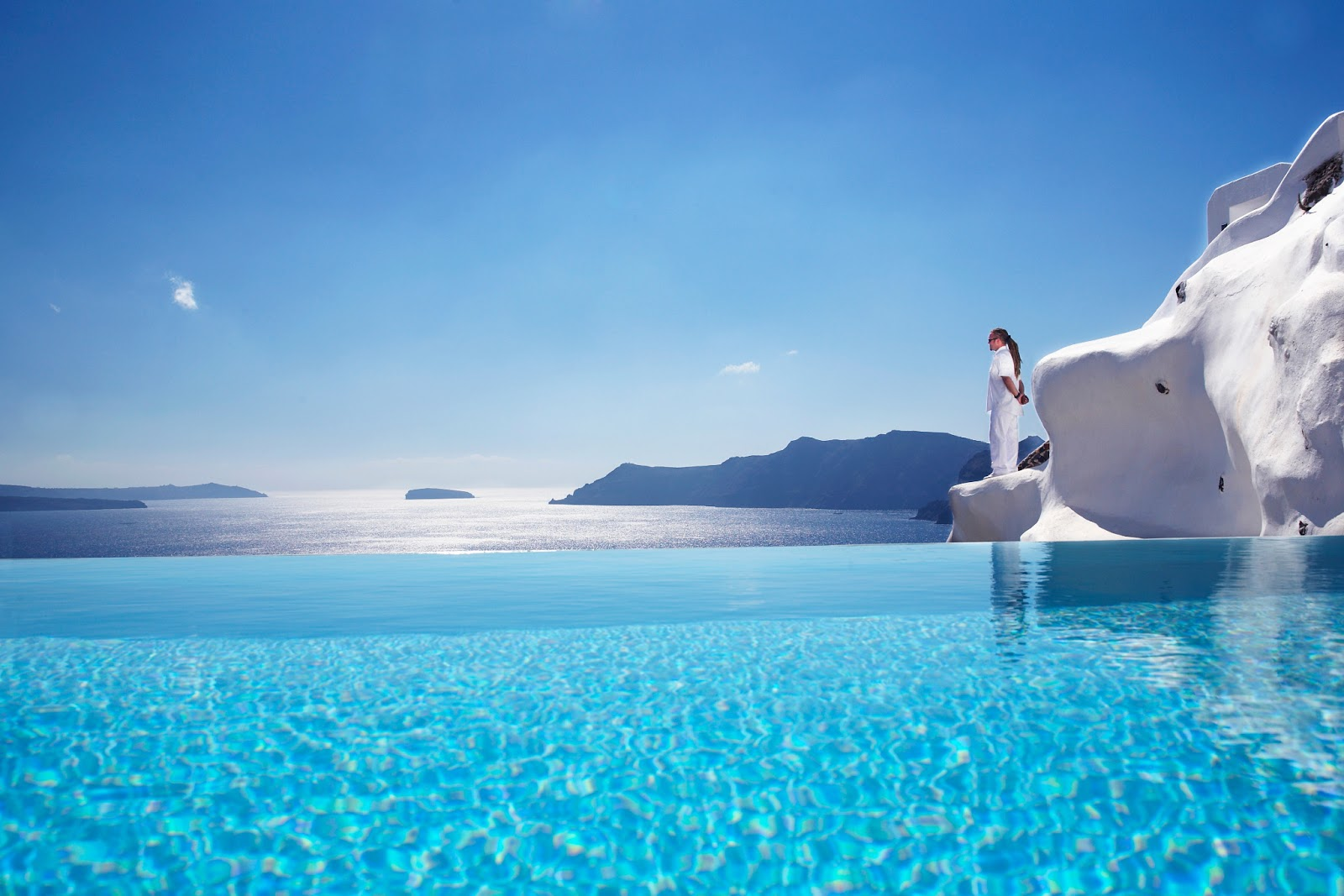 Passion for luxury superb katikies hotel in oia for Crystal water piscinas