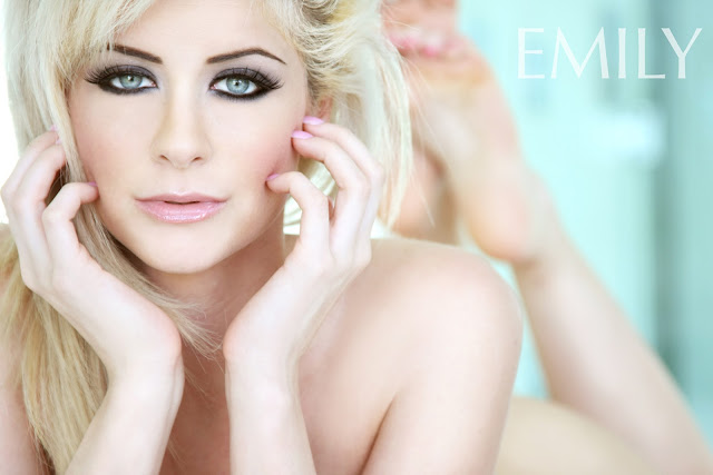 Emily Addison Naked Picture - Wallpaper