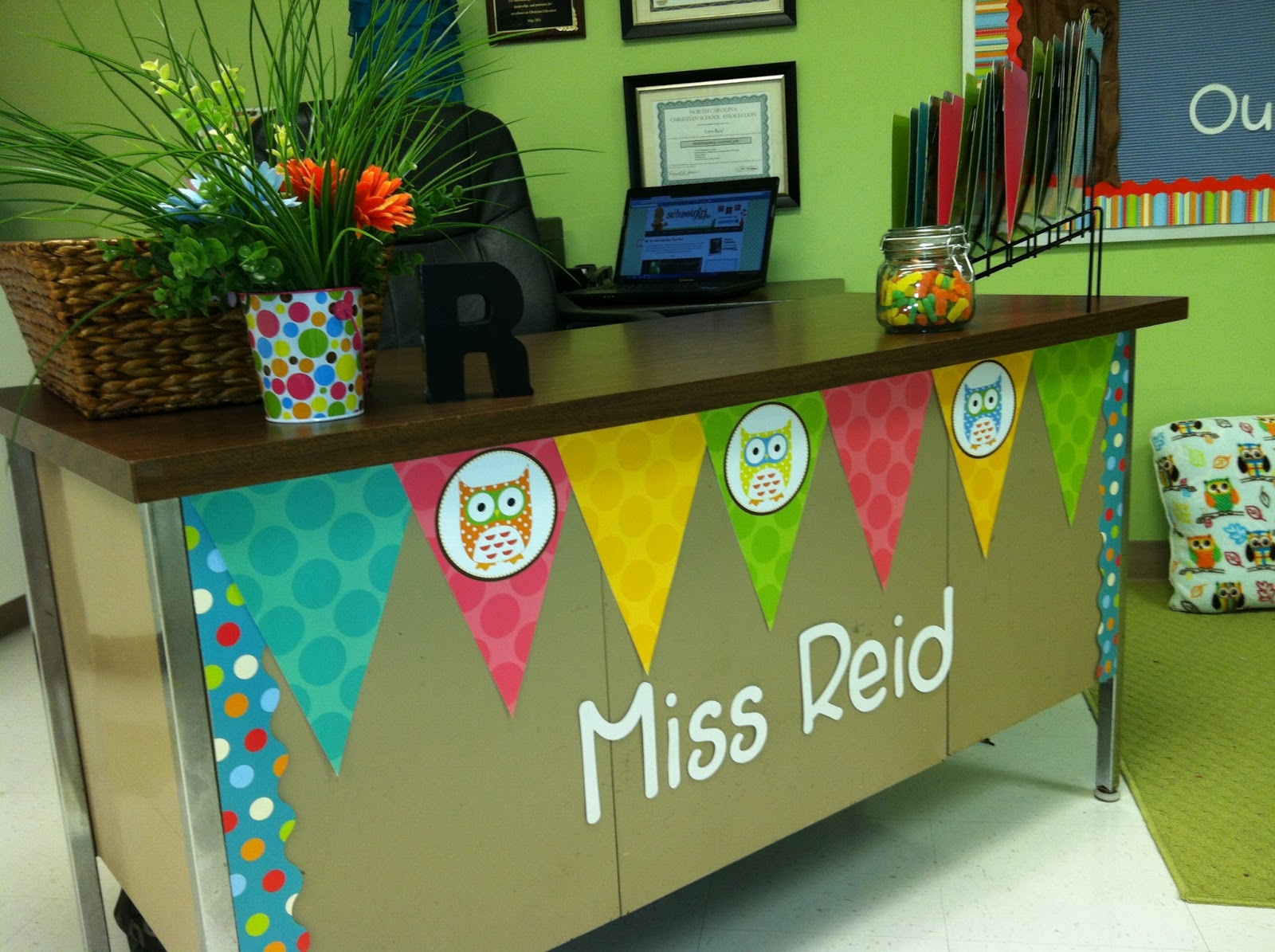 Classroom Workstation Ideas ~ Rookie teacher chronicles first grade is a hoot