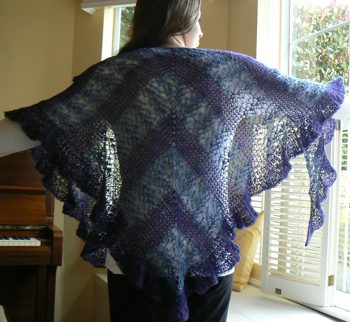 Loom Knit Shawl Pattern : Invisible Loom Innovative Patterns for Loom Knitters: Waves of Lace Shawl, Af...