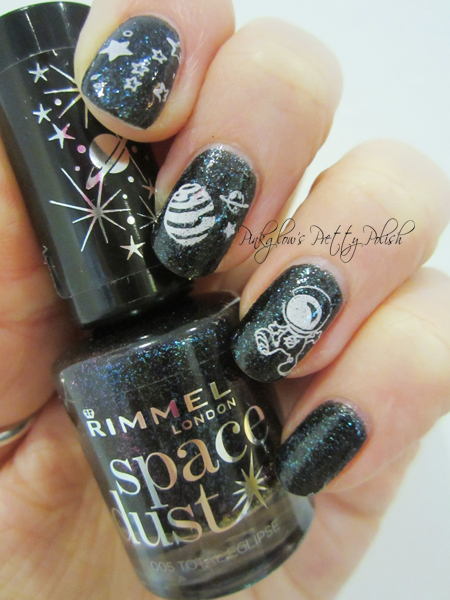 Astronaut-stamped-nail-art.jpg