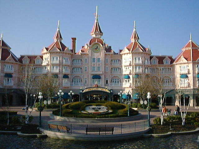 The world visit disneyland paris hotels for Hotels eurodisney