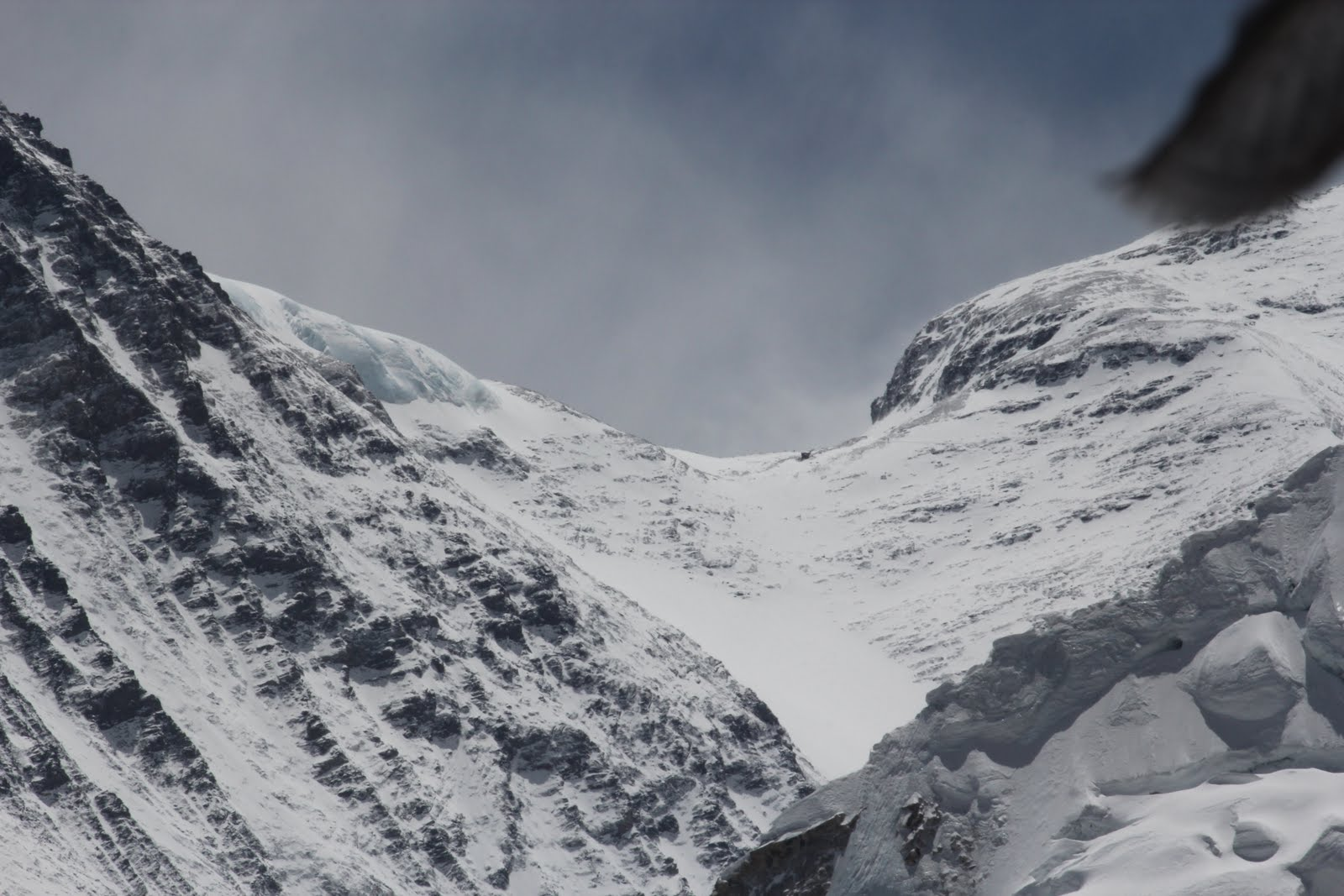 a recount about the storm on the south col of mount everest in 1996 Environmental conditions at the south col of mount everest and their impact on hypoxia and hypothermia experienced by mountaineers moore et al storm of may 1996.